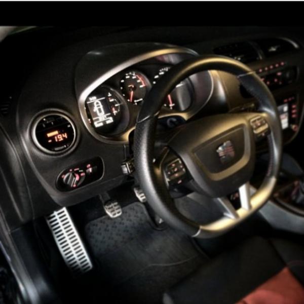 manom tre digital p3 cars pour seat leon 1p. Black Bedroom Furniture Sets. Home Design Ideas